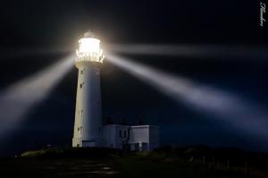 """""""Lève-toi, brille, car ta lumière paraît, et la gloire de l'Éternel se lève sur toi."""" La Bible, Esaïe 60:1"""