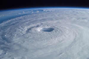 """""""Dans leur détresse, ils ont crié à l'Eternel, et il les a délivrés de leurs angoisses: 29 il a arrêté la tempête, ramené le calme, et les vagues se sont calmées. Ils se sont réjouis de ce qu'elles s'étaient apaisées, et l'Eternel les a conduits au port désiré."""" La Bible, Psaume 107:28-30"""