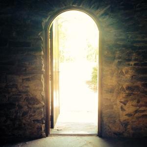 """""""Accueillez-vous donc les uns les autres, comme Christ vous a accueillis, pour la gloire de Dieu."""" La Bible, Romains 15:7"""