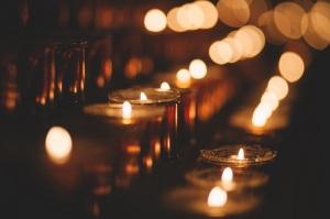 """""""Que votre lumière doit briller devant les hommes, afin qu'ils voient le bien que vous faites et qu'ils louent votre Père qui est dans les cieux."""" La Bible, Matthieu 5:16"""