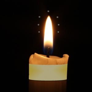 """""""""""Je vis… au milieu des sept lampes quelqu'un de semblable au Fils de l'homme, vêtu d'une robe qui allait jusqu'aux pieds, et ceint à la poitrine d'une ceinture d'or"""". La Bible, Apocalypse 1. 13"""