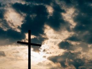 """""""Par sa mort sur la croix, le Christ les a tous réunis en un seul corps et les a réconciliés avec Dieu ; par la croix, Il a détruit la haine."""" La Bible, Ephésiens 2:16"""